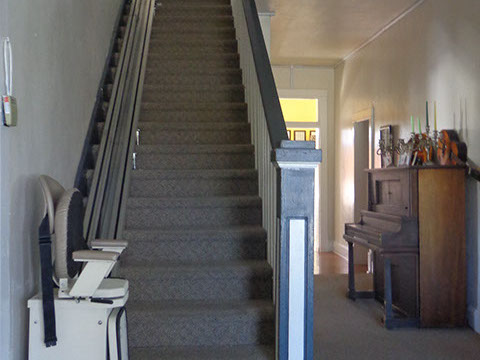 Staircase with automatic chair assistance